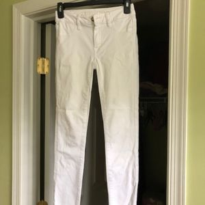 AE White jeans / jeggings